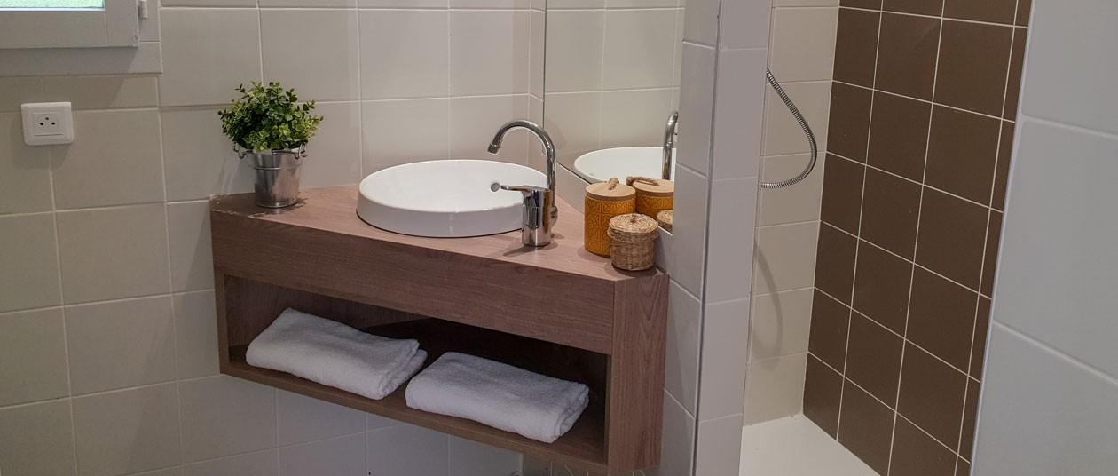 salle-de-bain-gîte-rénové